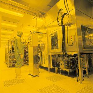 永光化學電子化學廠-超潔淨黃光室,確保光阻劑品質。